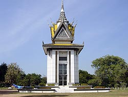 How can I develop a thesis for an argumentative essay on the khmer rouge?